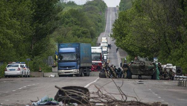 Вантажівки у зоні АТО