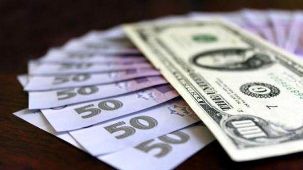 Гривні та долари