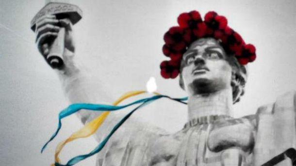 В Киеве Родину-мать украсили символом Дня Победы