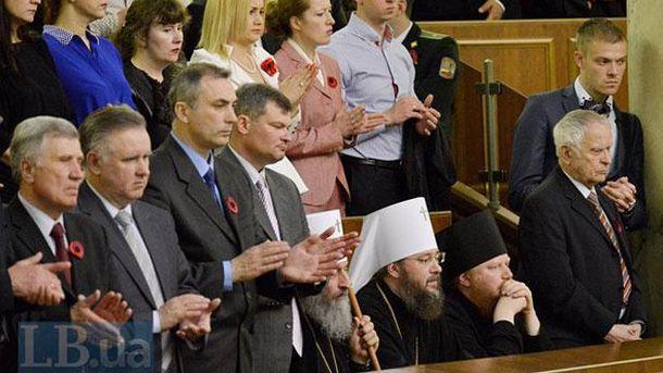 Во время зачитывания имен героев Украины