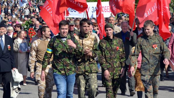 Активисты Евромайдана охраняли шествие коммунистов в Херсоне