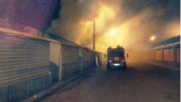 У Києві сталася пожежа на ринку