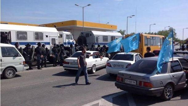 ОМОН напал на митинг крымских татар