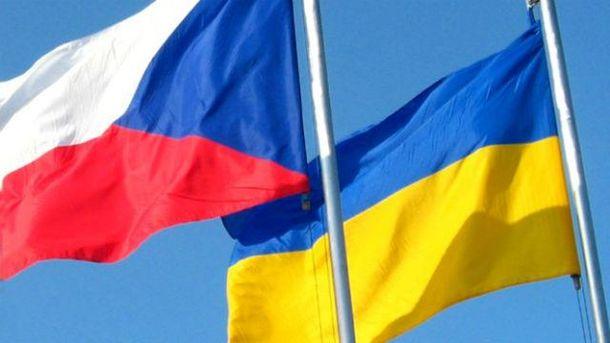 На елке в главном соборе Чехии вместо украшений - названия украинских городов, оккупированных РФ, - посол Перебийнис - Цензор.НЕТ 7181