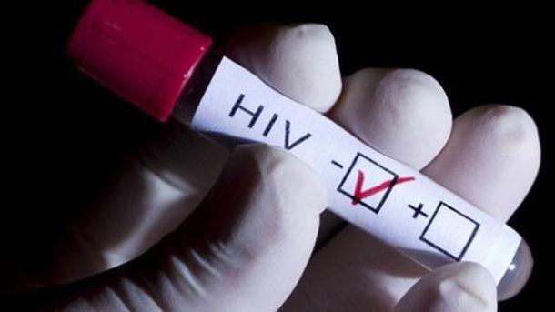 Хворі на СНІД — приречені. Завдяки корупції за тиждень в Україні закінчаться ліки