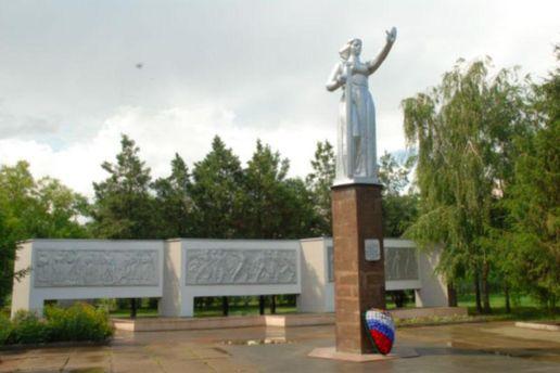 """Житель Кубани получил 4 года за свастику и символ """"Правого сектора"""" на братской могиле"""