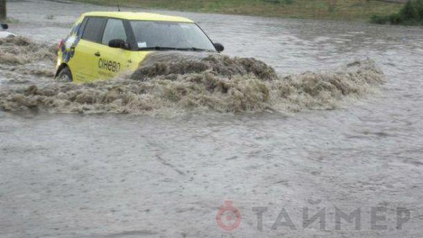 Наводнение добралось до Одессы. На улицах вода достигает полуметра
