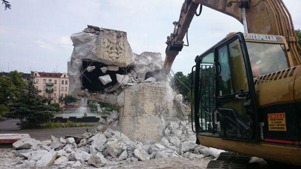 Знесення пам'ятника у місті Нова Суль