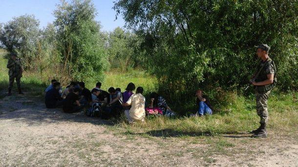 Пограничники и нелегальные мигранты
