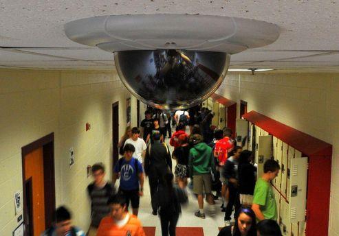 Камера спостереження у будинку