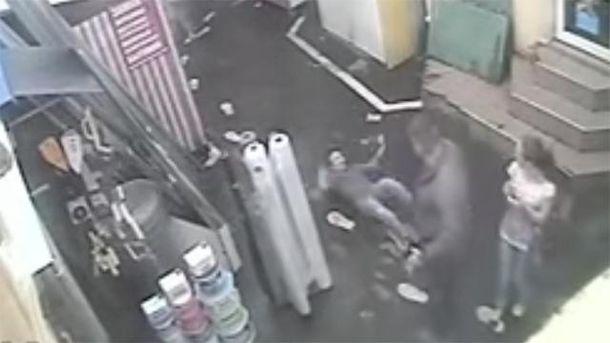 В Одессе скандал — милиционер в гражданском ударил девушку по лицу