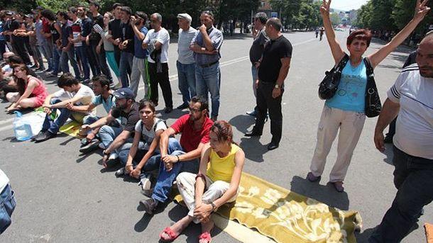 Сидячий протест в Армении