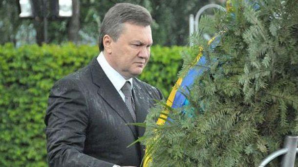 Янукович і вінок