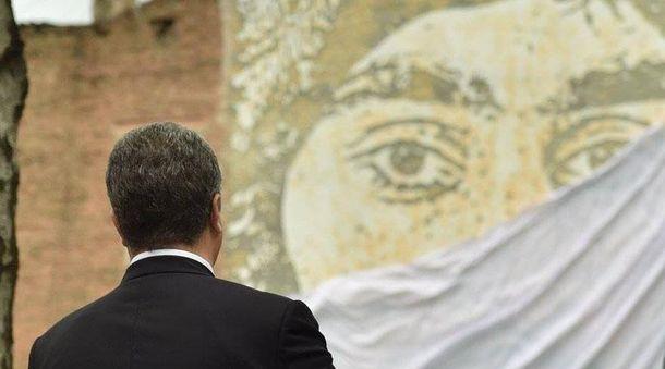 Петро Порошенко і фреска Сергія Нігояна