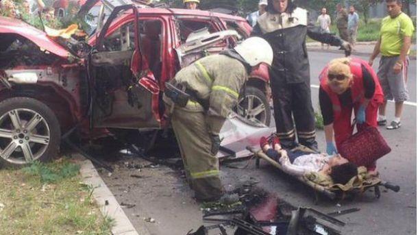 У центрі Донецька вибухнуло авто з жінкою-водієм