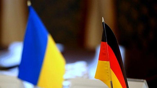 Прапори України та Німеччини