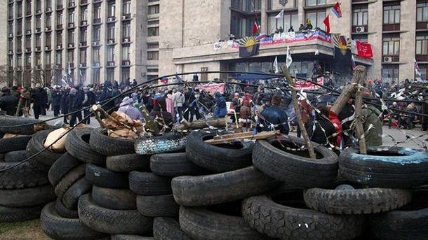 Площадь перед Донецкой ОГА, весна 2014 года