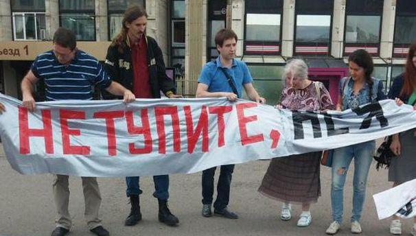 Активисты перед задержанием