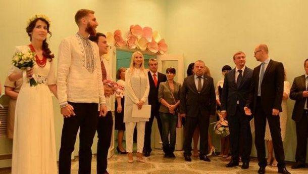 Яценюк и Петренко на свадьбе