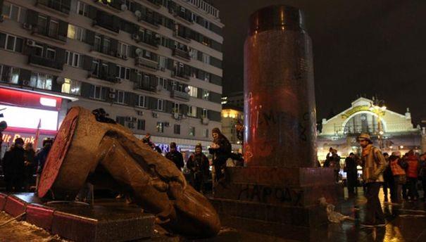 Киевский памятник Ленину, снесенный в декабре 2013 года