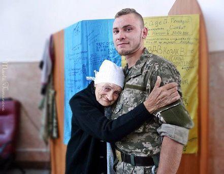 Бабушка и военный