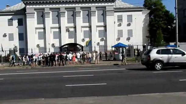 Митинг под посольством России в Киеве