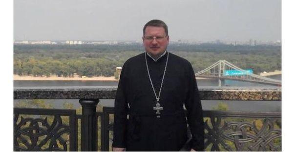Священик Роман Ніколаєв