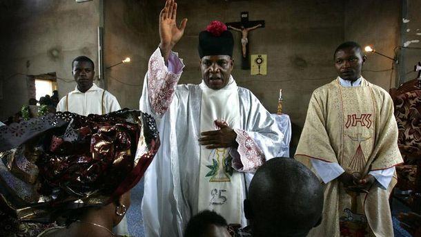 Нигерийский священник Сэмюэль