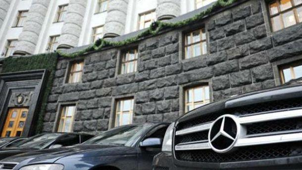 Автомобили возле Рады