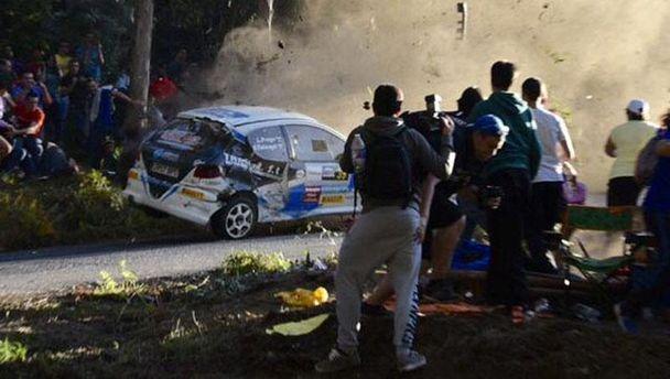 В Іспанії через аварію наавторалі загинуло шестеро глядачів (відео)