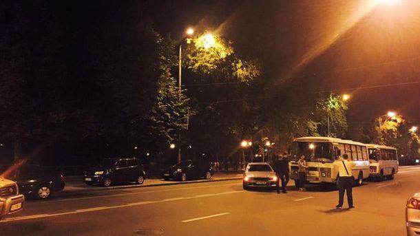 Поліція перекрила Грушевського