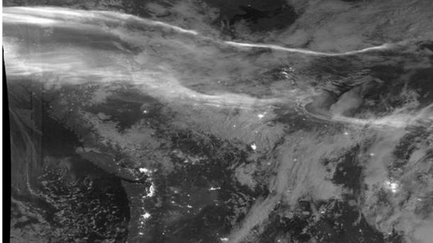 Північне сяйво у чорно-білій гамі,