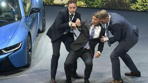 Харальд Крюгер потерял сознание на Франкфуртском автосалоне
