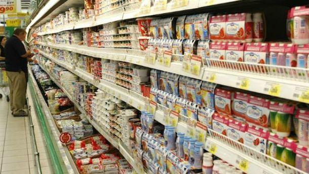 Молочный отдел в супермаркете