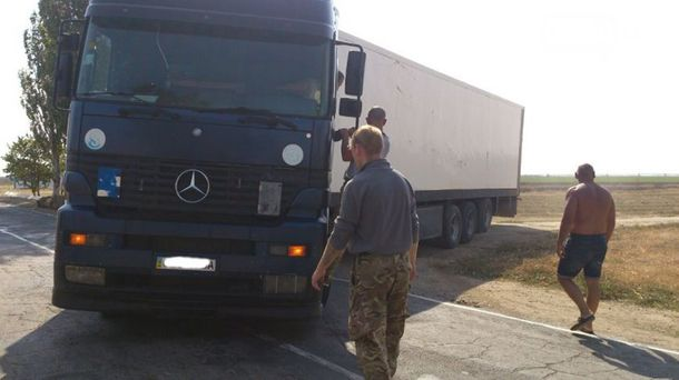 Фура на админгранице с  Крымом