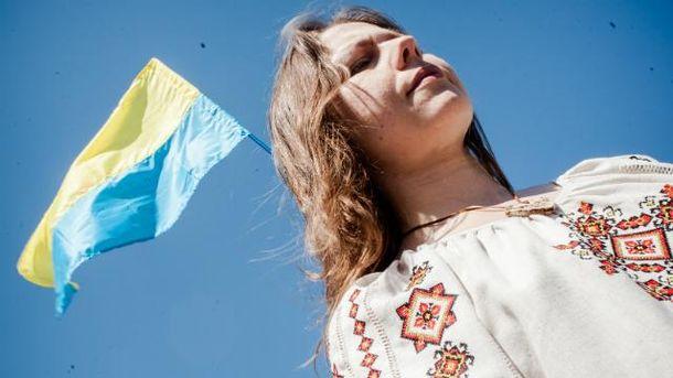 Вера Савченко приехала на суд сестры в необычном платье