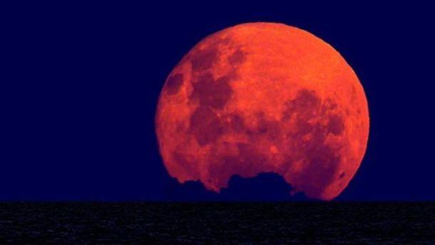 Полная Луна будет находится очень близко к Земле