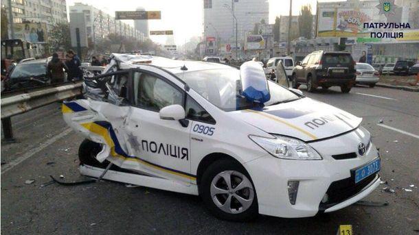 Унаслідок подвійної ДТП уКиєві постраждали 6 людей, серед яких двоє поліцейських