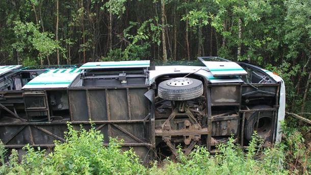 Переповнений автобус зірвався у прірву в Непалі: 30 пасажирів загинули