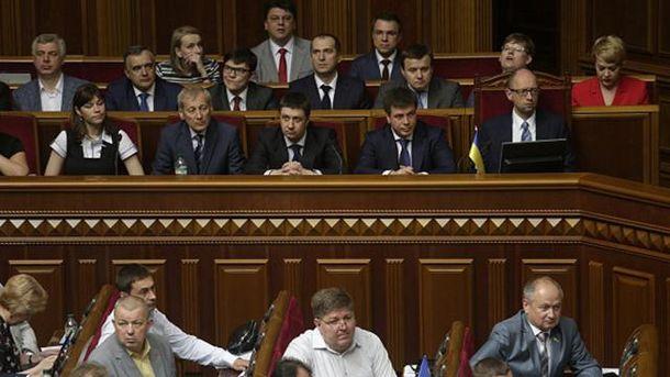 Урядовці на засіданні парламенту