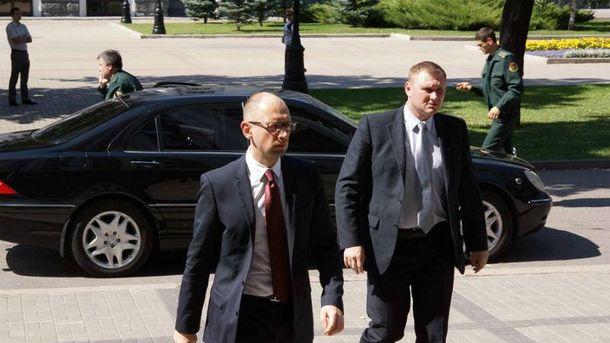Аваков и его Mercedes на заднем плане