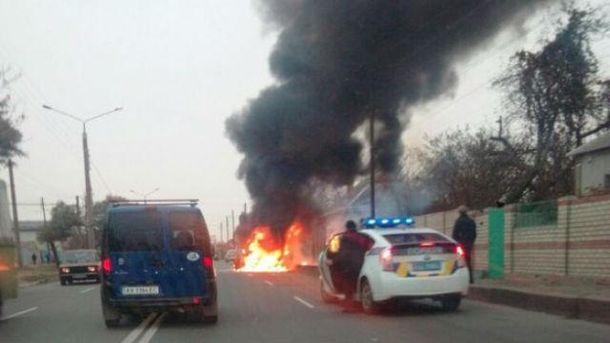 Машина у вогні
