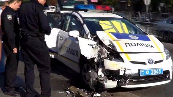 Разбитая полицейская машина