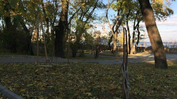 Знищена алея Небесної сотні в Одесі