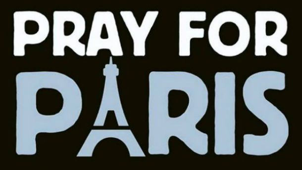 Человечество солидарно с парижанами: фото из разных уголков мира
