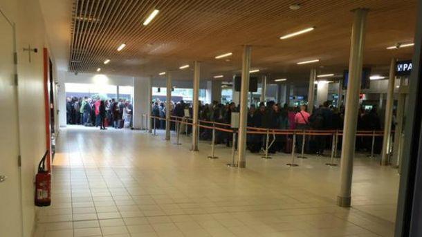 Очереди в аэропортах Парижа