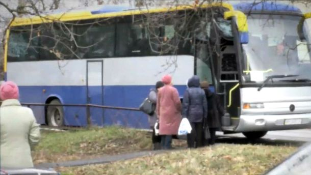 Автобус, который подвозит людей на выборы