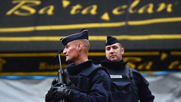 Французькі поліцейські поблизу