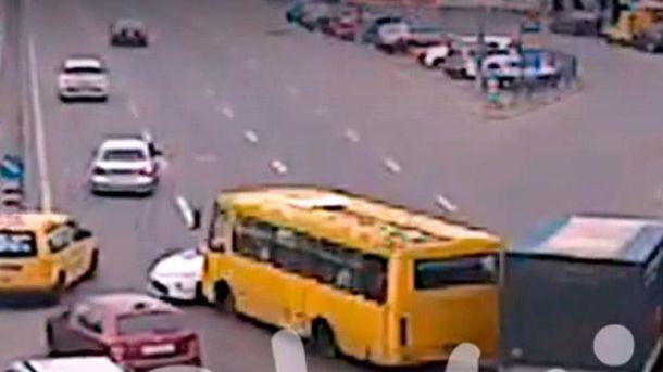 УКиєві сталася чергова аварія зполіцейською машиною