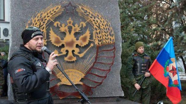 Боевики открыли очень странный памятник